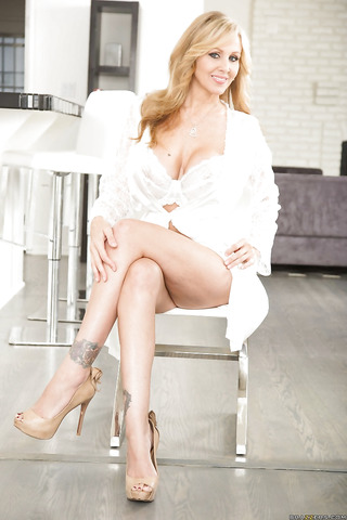Leggy older blonde babe Julia Ann unleashing big tits from lingerie № 1392339 загрузить